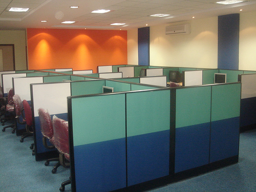 WORKSTATIONS WITH A SEATING CAPACITY OF 36 SOFTWARE PROFESSIONALS